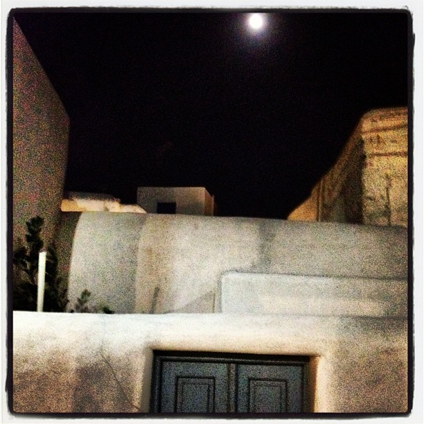 Full moon in Mukonos